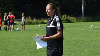 Coach Lara Meier Tag des Mädchenfussballs Hastenbeck