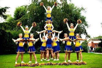Flying Pearls Cheerleader Team