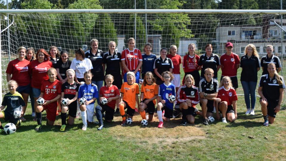 Mannschaftsfoto Tag des Mädchenfussballs in Hastenbeck