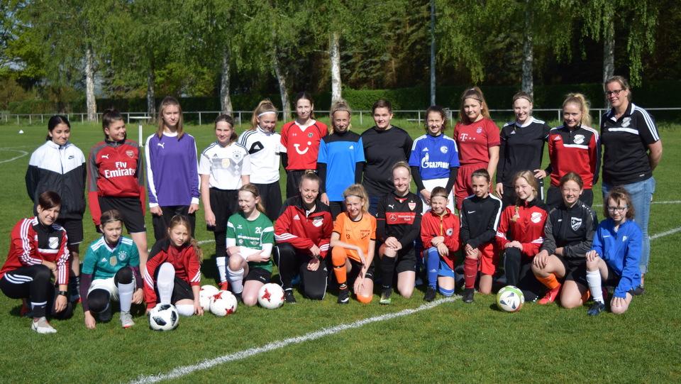 2 Tag des Mädchenfussball SV Hastenbeck Gruppenfoto